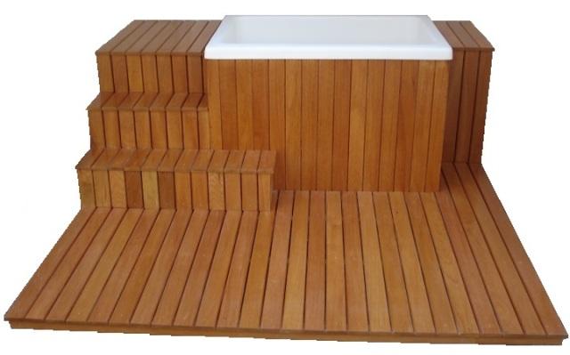 64 x 95 x 65 Revestido em madeira com deck sob medida